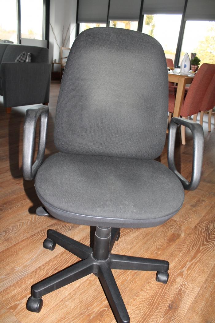 Te Koop Bureaustoel.Bureaustoel In Prikbord Op Wijwijchen Nl