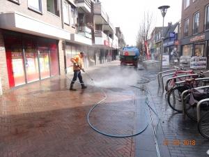 Kauwgum weghalen en reinigen bestrating centrum Wijchen